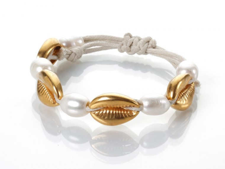 Gold Seashells and Perals Bracelet – Wide, Off-white